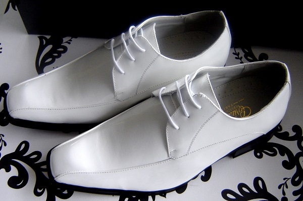 trouvez la paire de chaussures id ales pour votre mariage gay mon mariage gay et lesbien. Black Bedroom Furniture Sets. Home Design Ideas